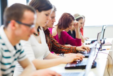 college-students-computer-class-623x419