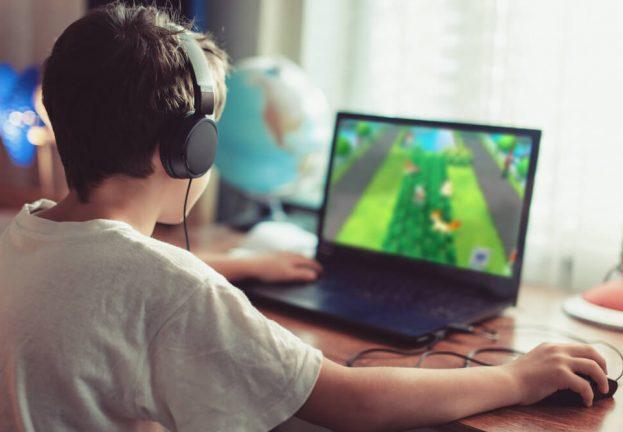 digital-addiction-screens-kids-623x432
